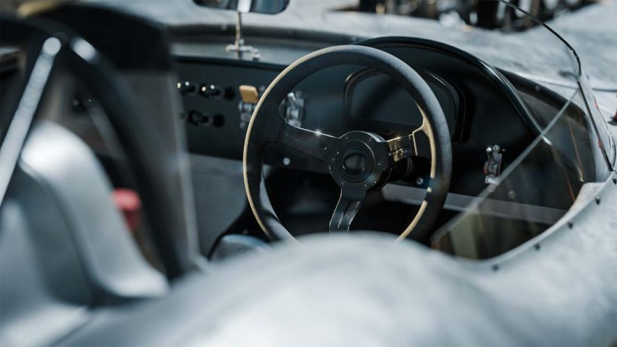 andreas-ezelius-aston-steeringwheel_1200x40